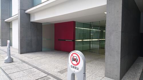 2009年のグッドデザイン賞も受賞した仙台中央第一生命ビルディング。入口は少し奥まっているので通り過ぎるかも!?